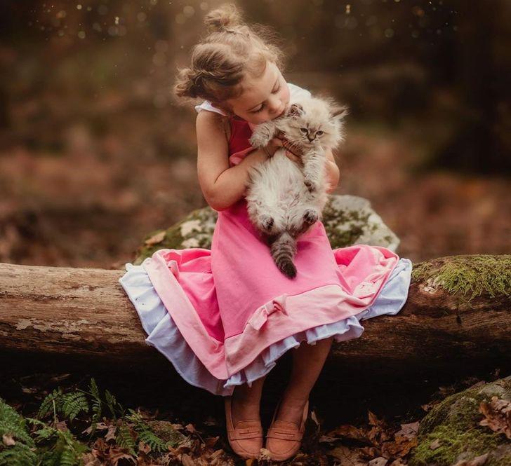 Фотограф запечатлевает детей, обнимающихся с животными, и это самая душевная вещь, которую мы когда-либо видели
